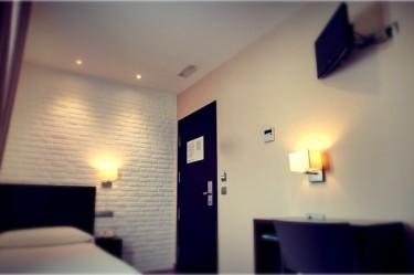 habitacion-INDIVIDUAL-hotel-el-corte-01